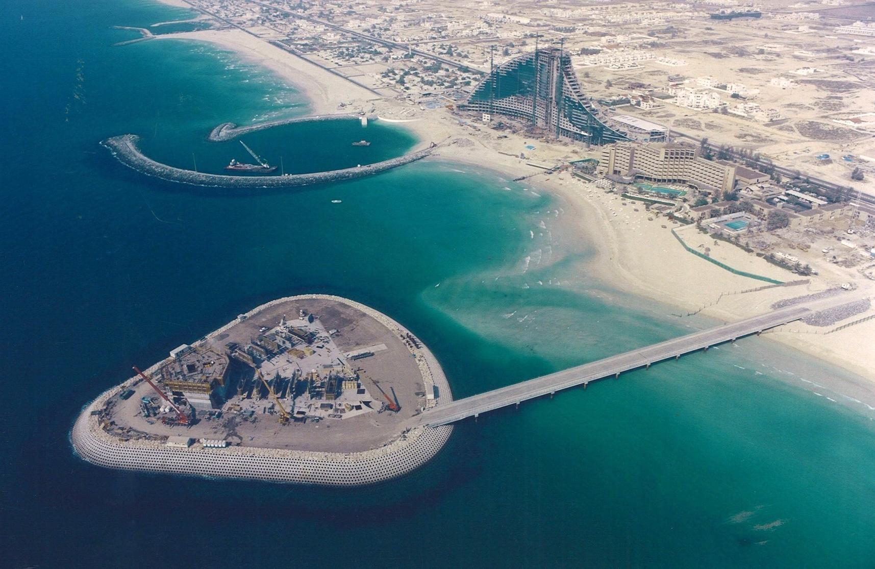Создание острова под отель Бурдж-аль-Араб