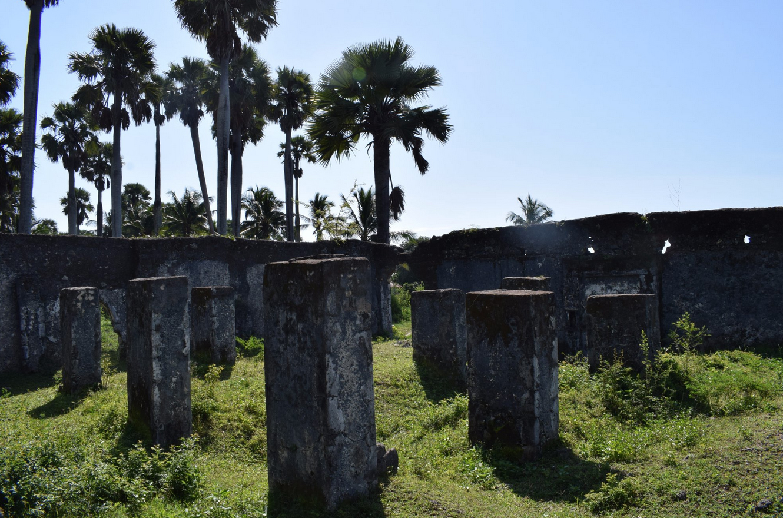 Можно ознакомиться с древними руинами