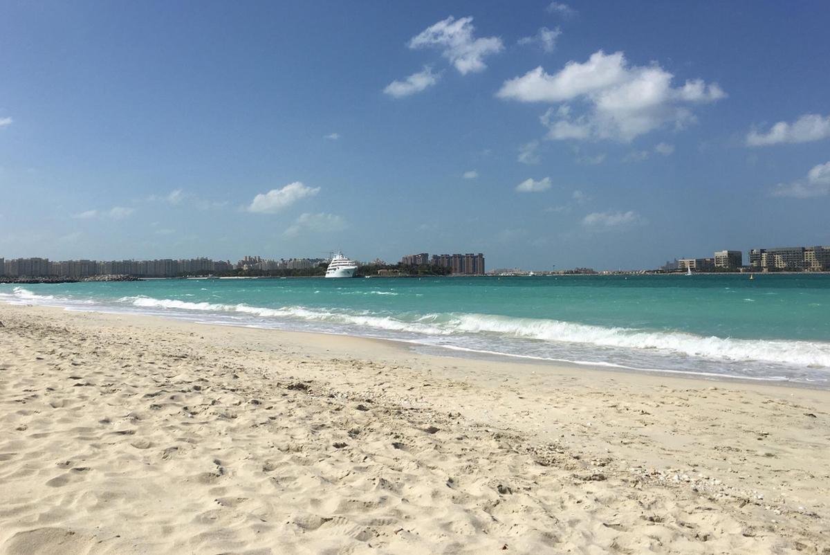 Чистый пляж Al Sufouh beach