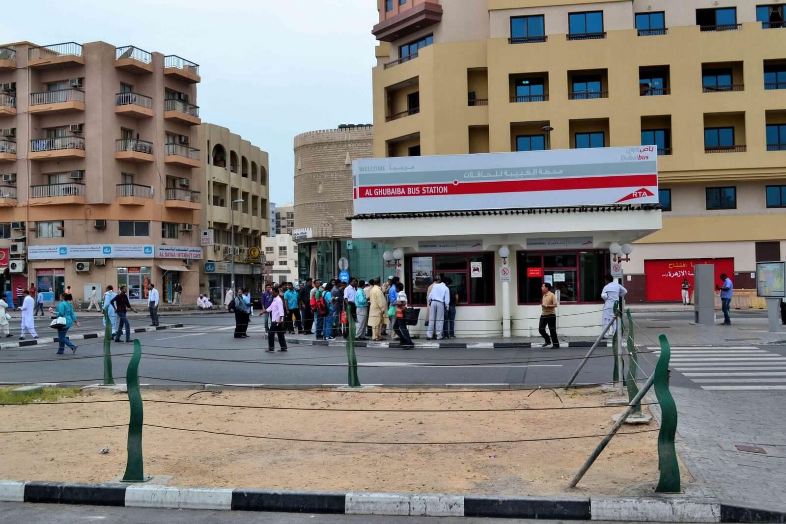 С автовокзала Дубая на автобусе
