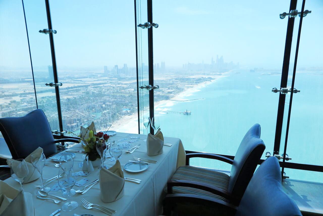 В ресторане Al Muntaha
