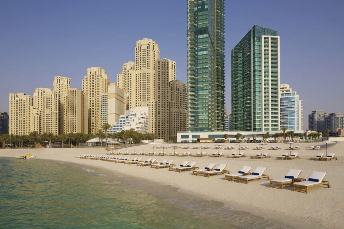 Пляж отеля DoubleTree by Hilton Dubai Jumeirah Beach