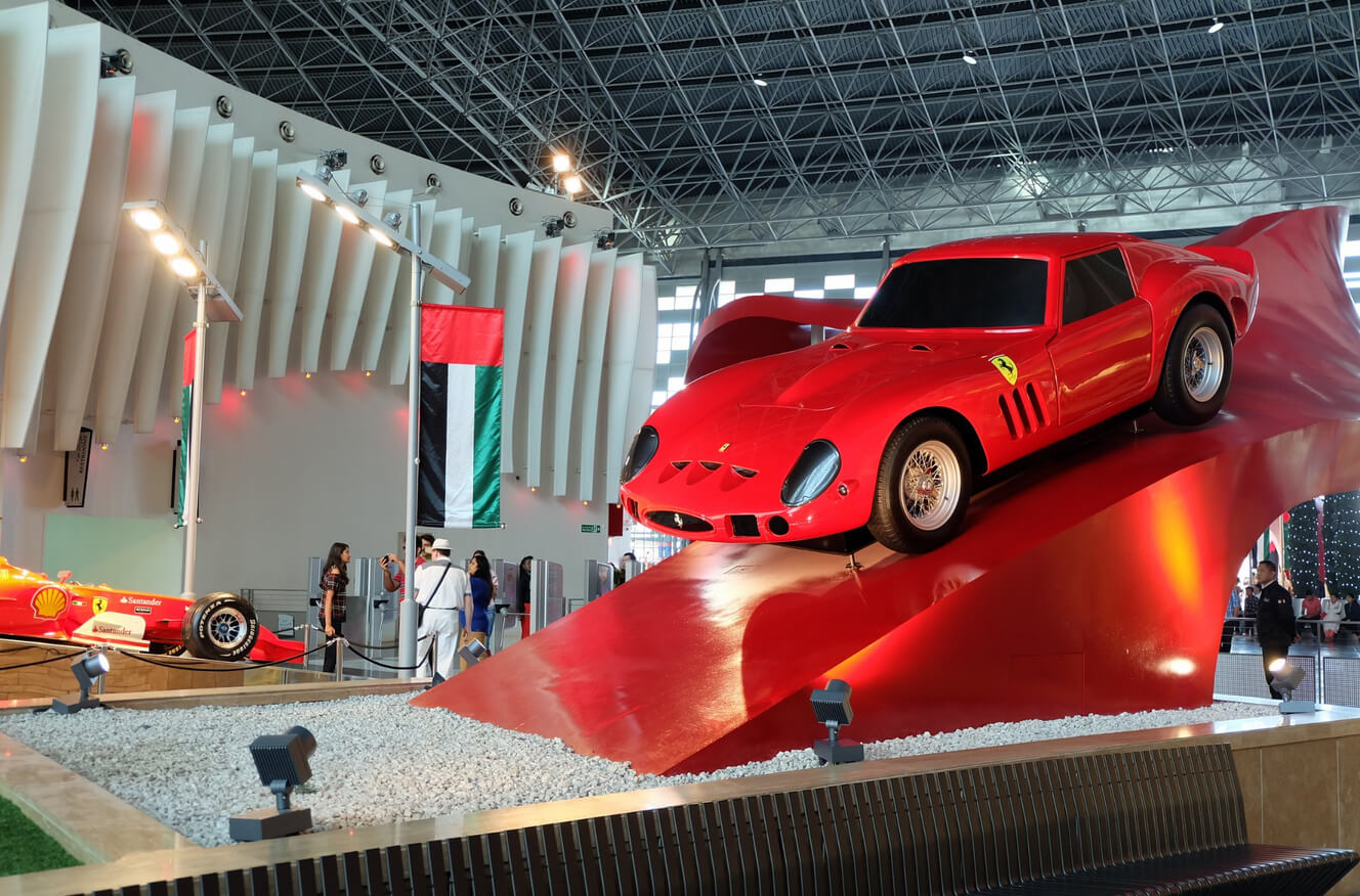 В парке Ferrari World