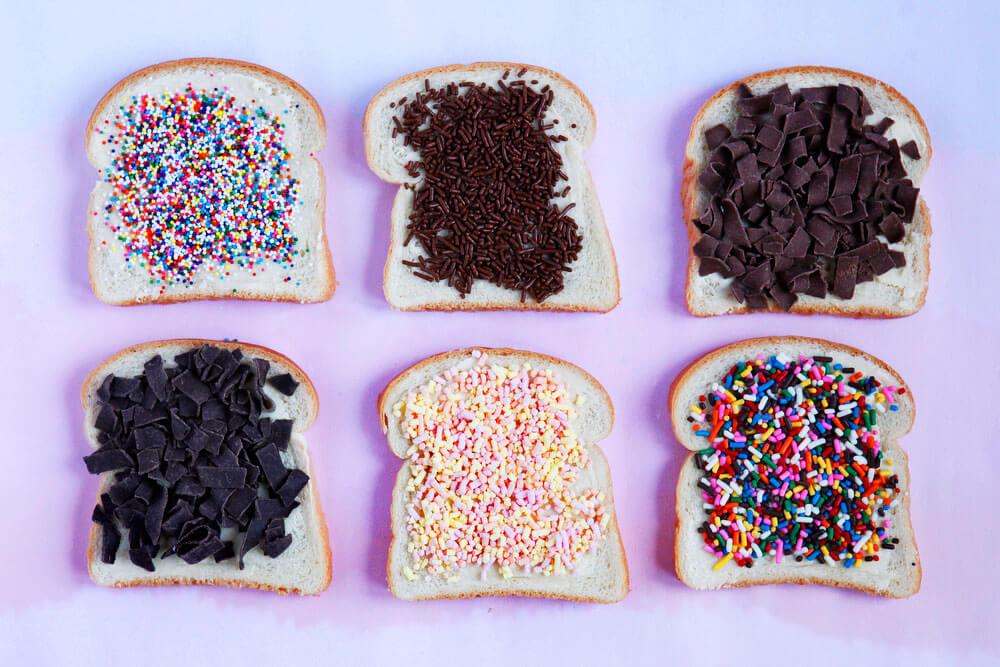 Хахелслах - кусочки хлеба, посыпанные шоколадной крошкой