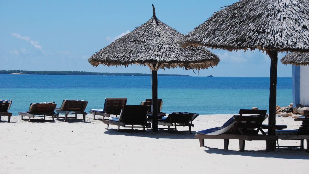 Собственный пляж отеля Jangwani Sea Breeze Resort