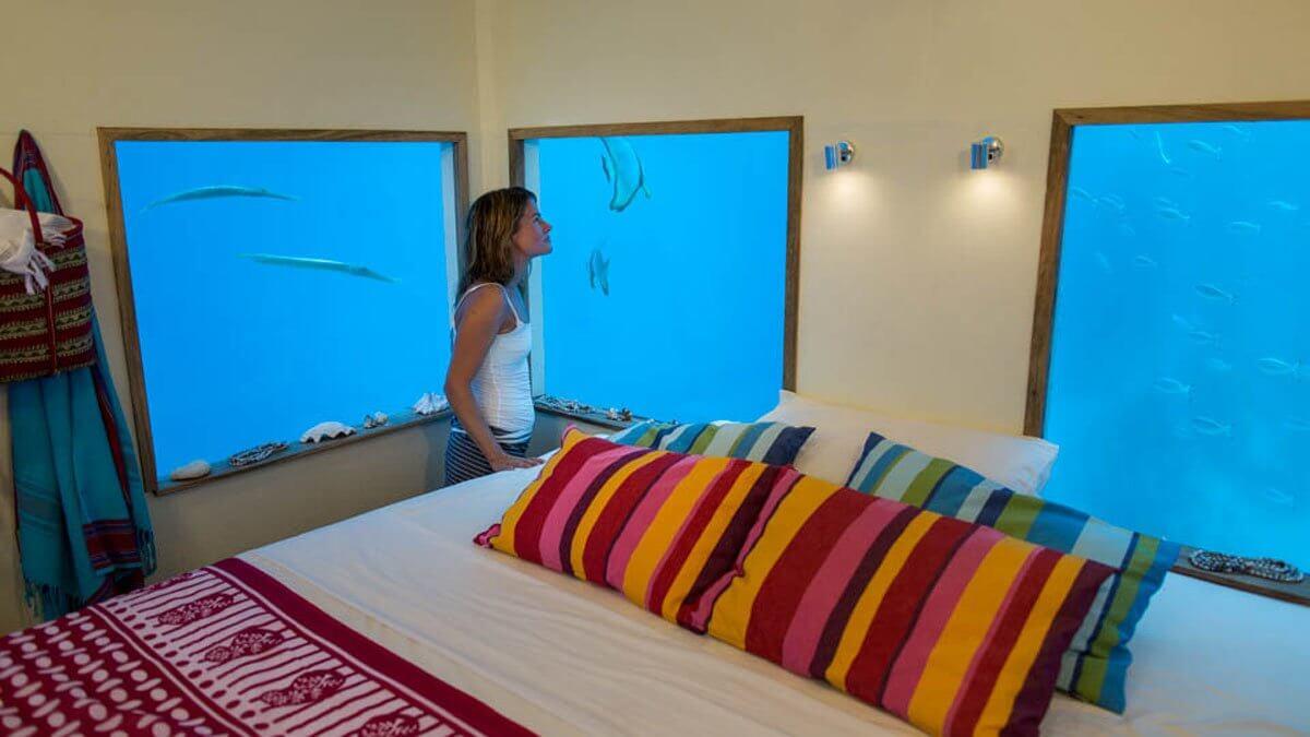Подводный номер гостиницы Manta Resort