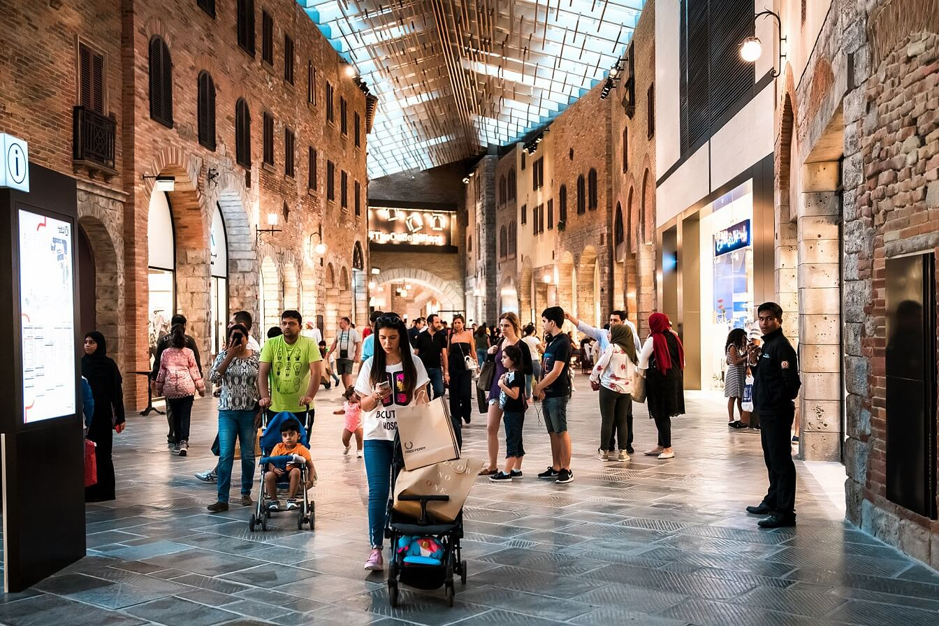 Шоппинг в Outlet Village Dubai