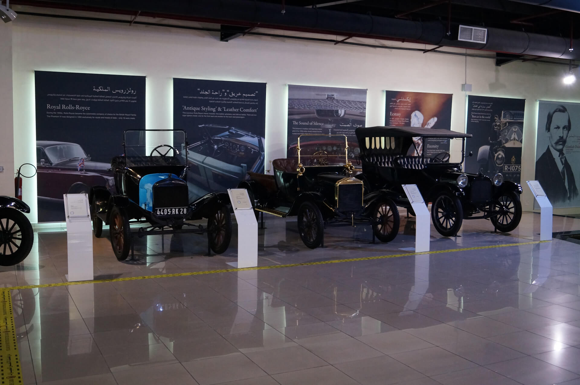Машины в Sharjah Classic Car Museum