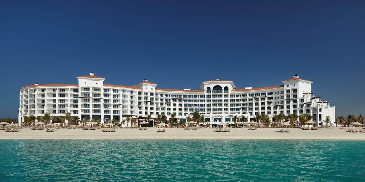 Отель Waldorf Astoria Dubai Palm Jumeirah с собственным пляжем