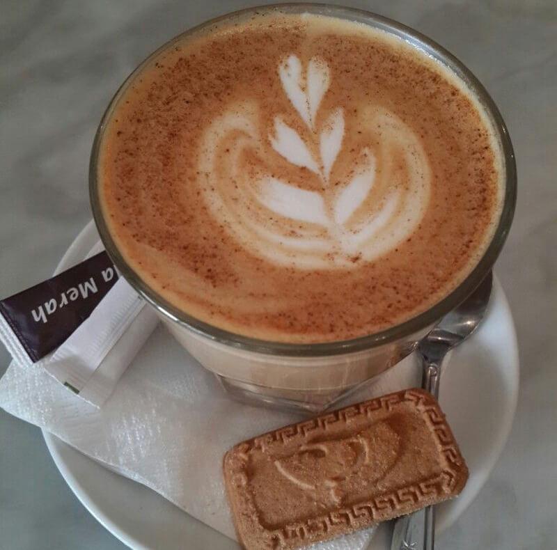 Koffie verkeerd — кофе с молоком