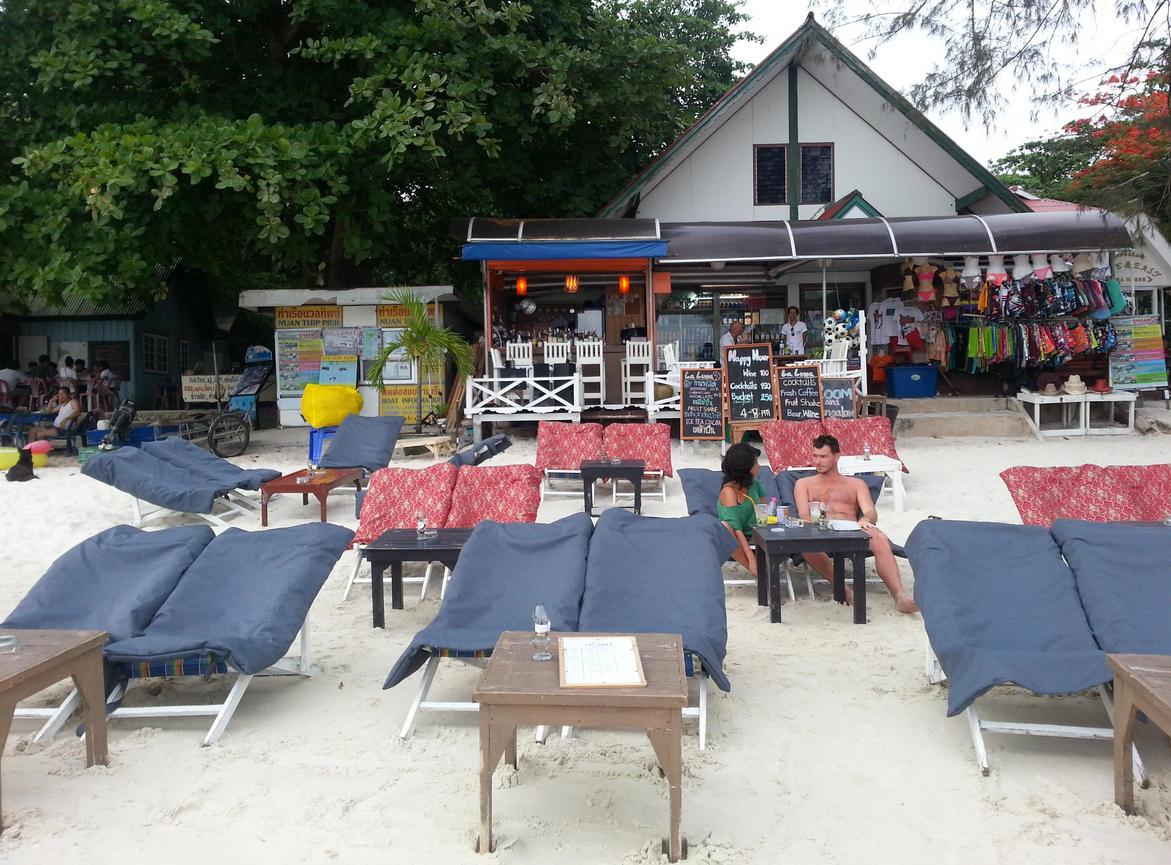 Кафе на пляже Ао Чо