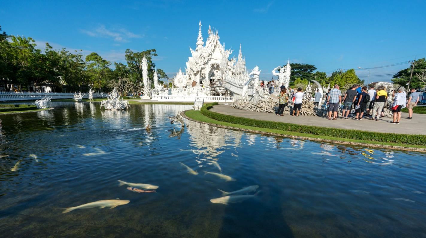 Пруд Белого храма с рыбками