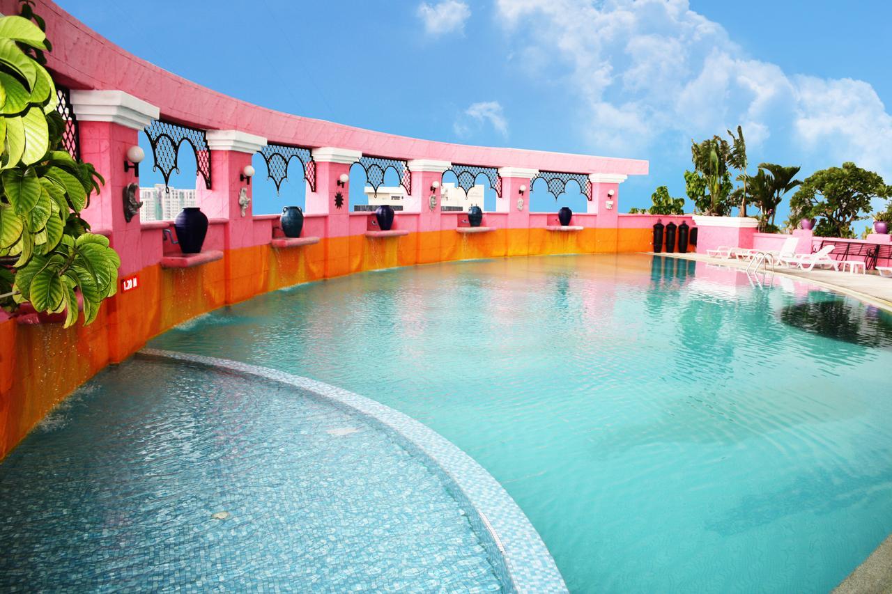Не большой басейн в Baiyoke Sky Hotel