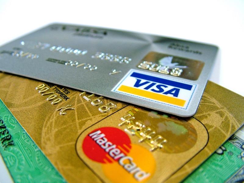 Можно оплатить номер и услуги пластиковой картой