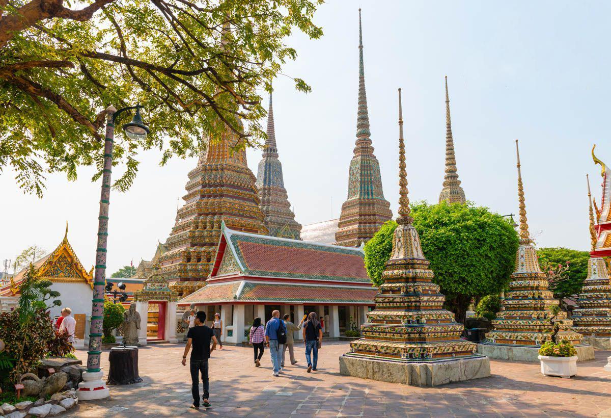 Ступы в храме Ват Пхо