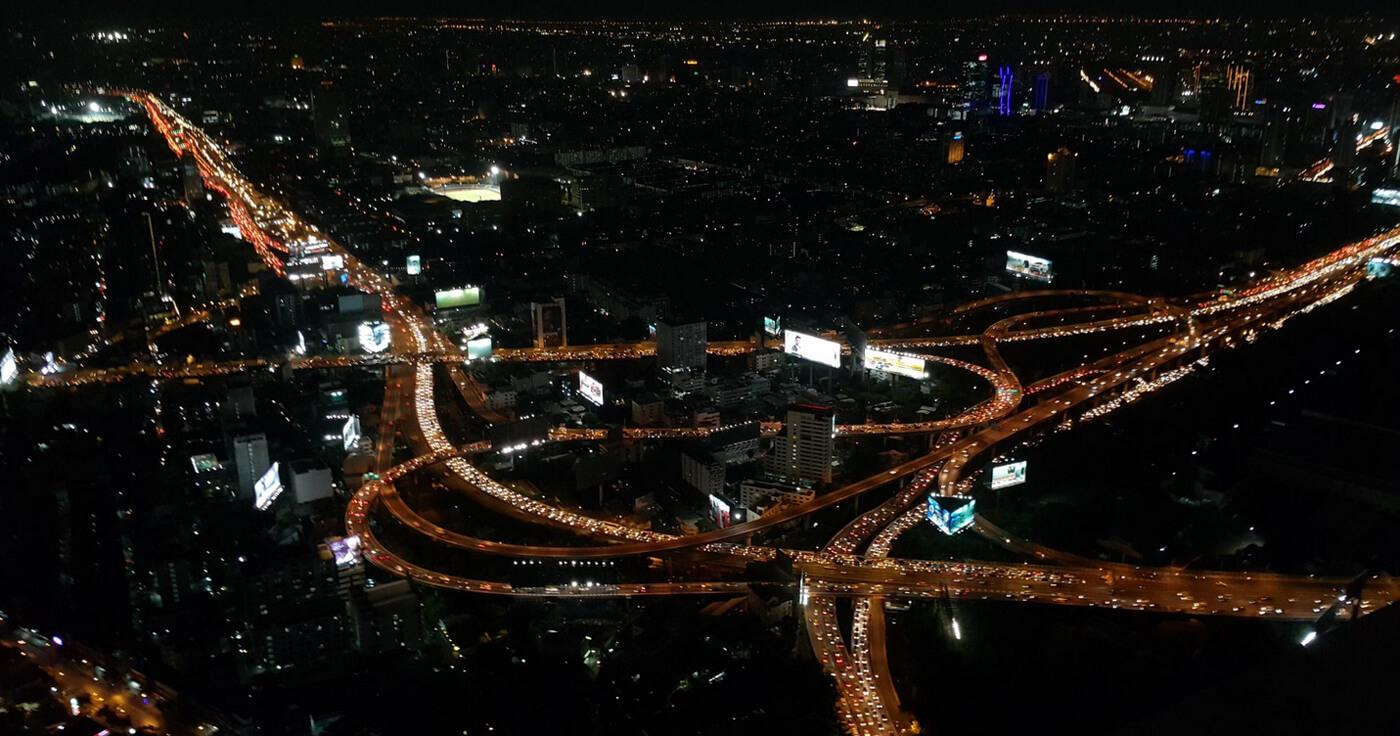 Вид ночного Бангкока с обзорной площадки Baiyoke Sky