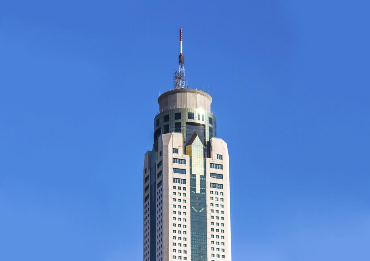 Антенну башни Байок Скай достраивали спустя два года