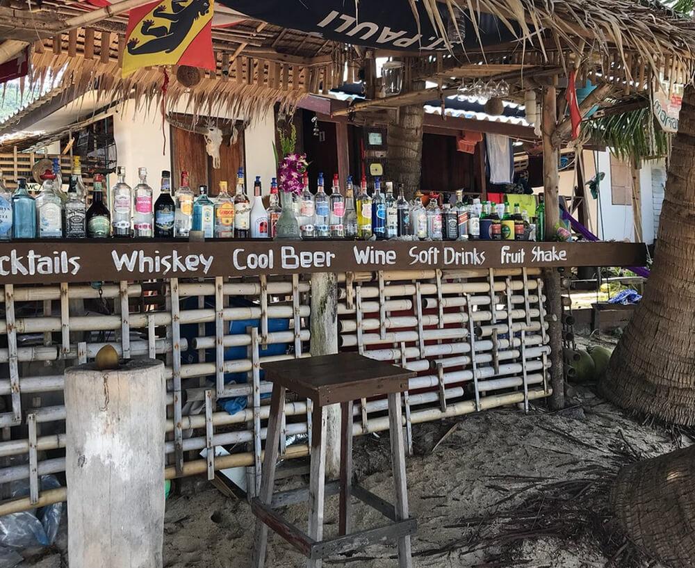 Бар на пляже Банг По