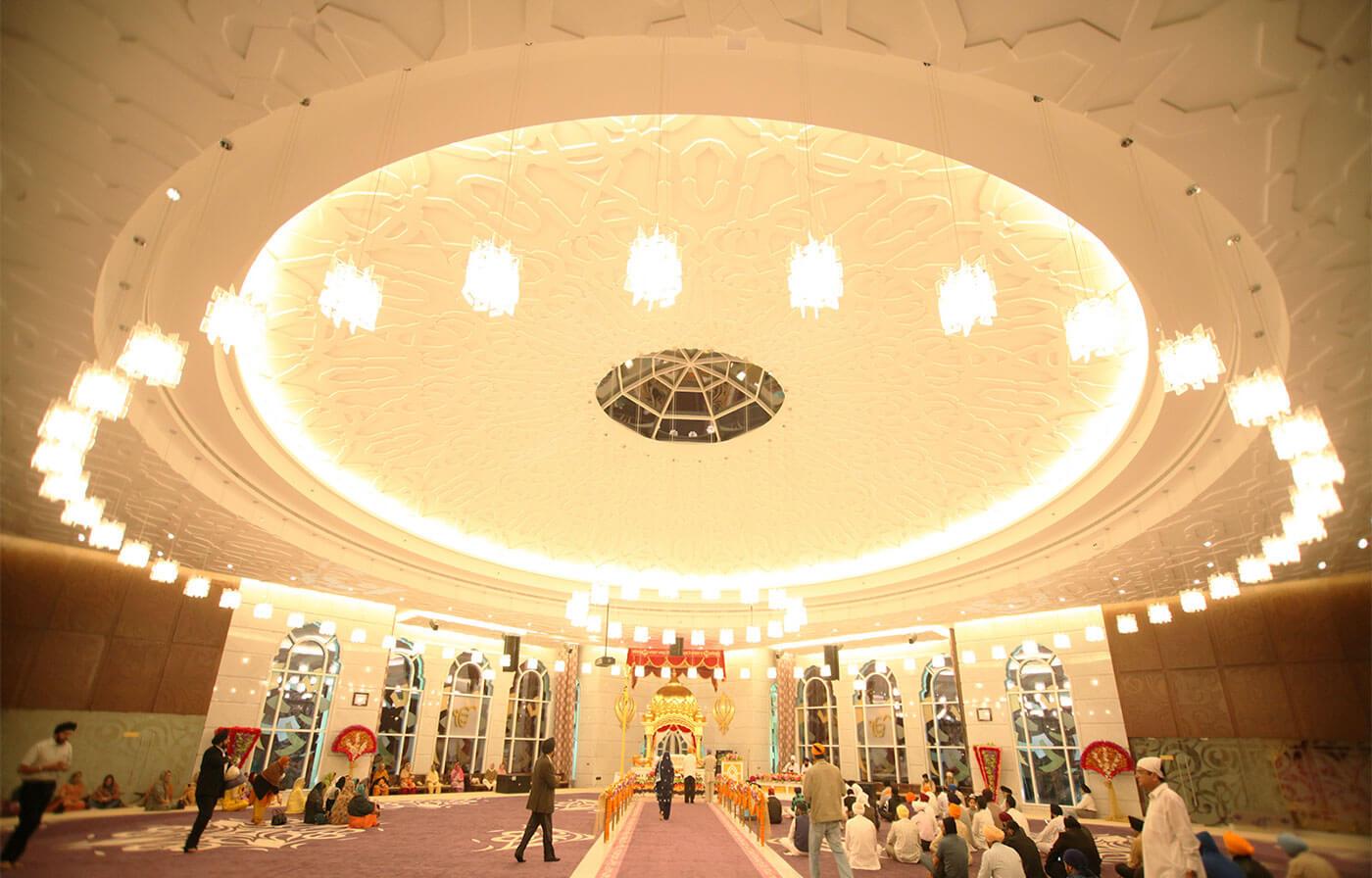 Интерьер храма Guru Nanak Darbar