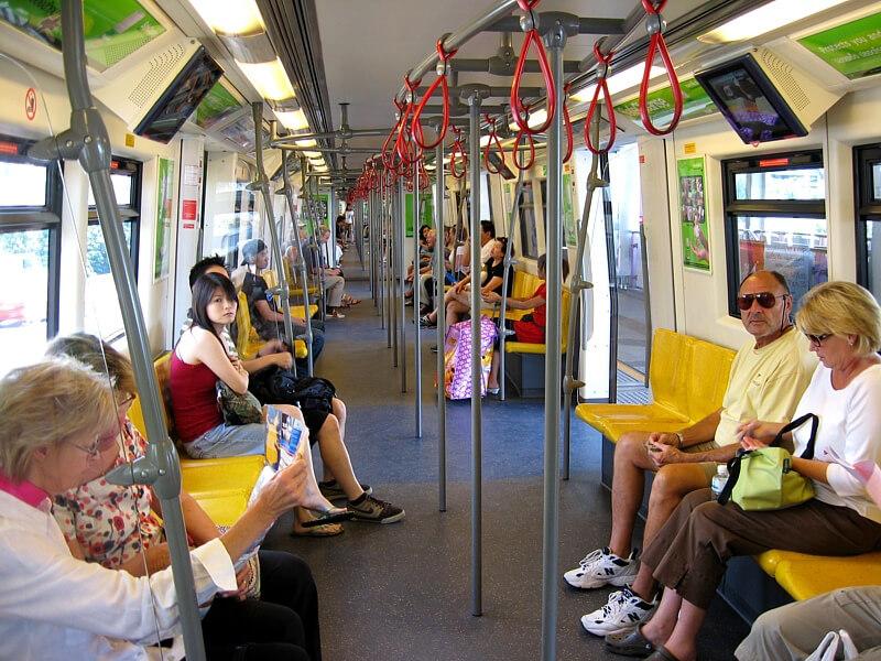 В вагоне надземного метро Бангкока