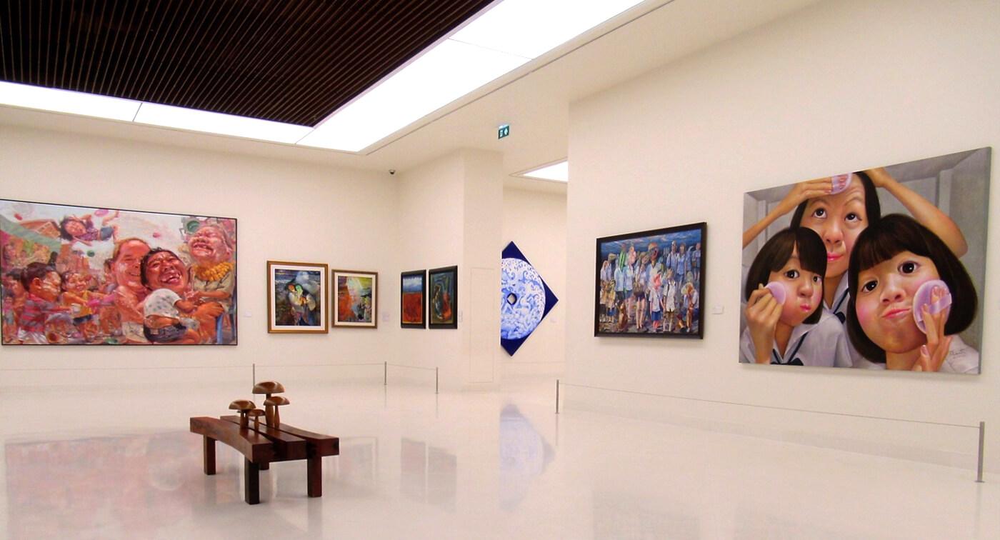 В одном из залов музея современного искусства
