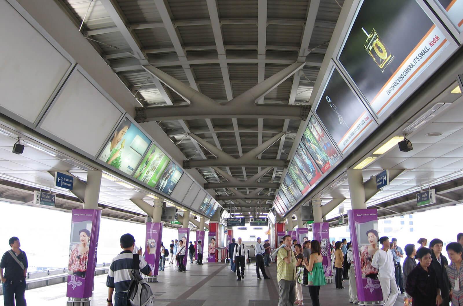Верхняя платформа пересадочной станции «Сайям»