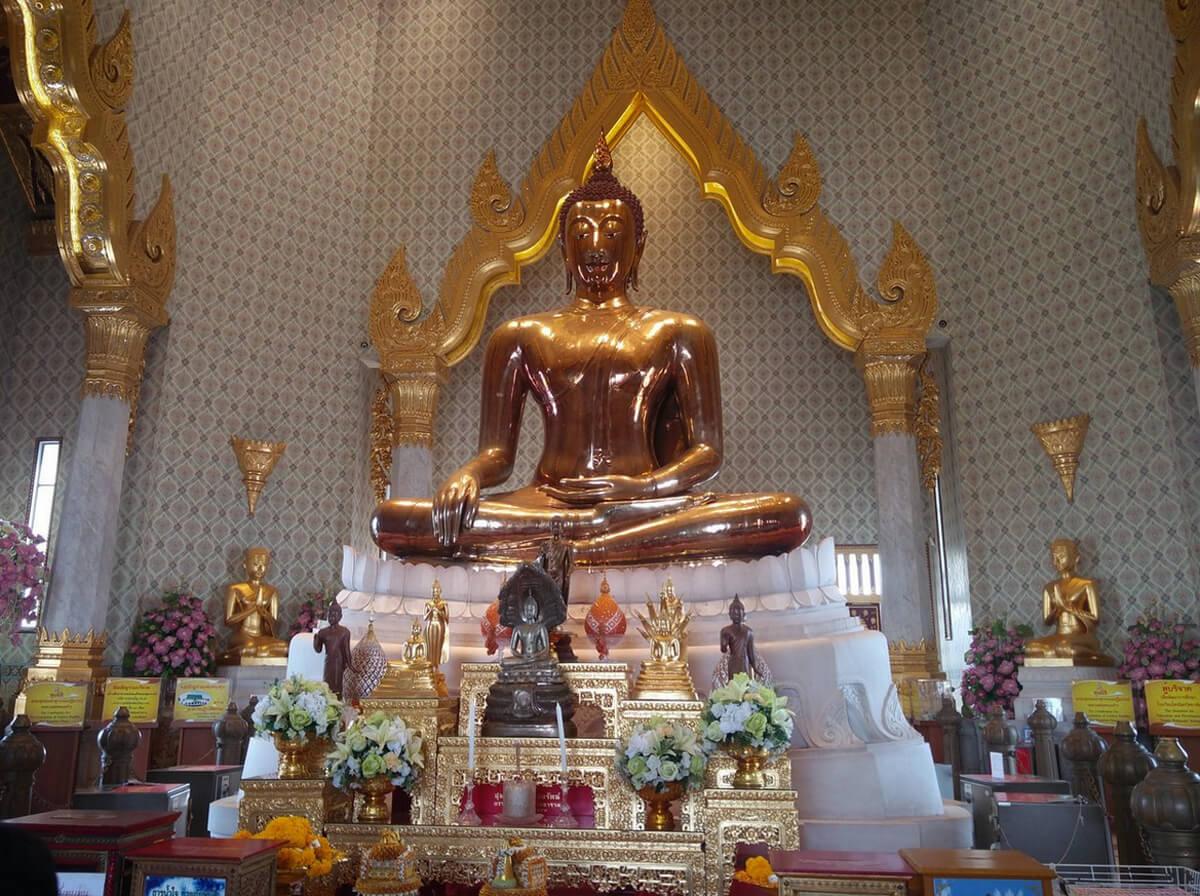 Статую золотого Будды