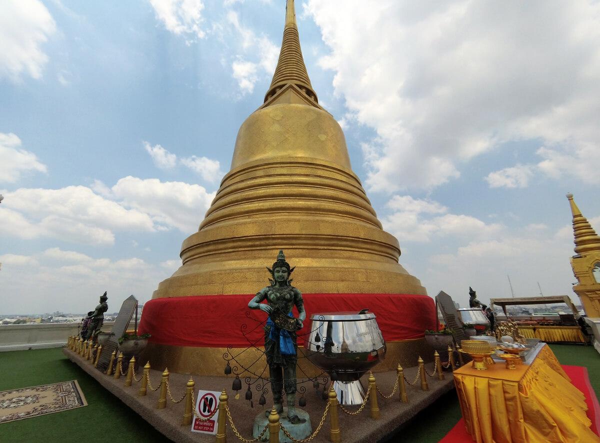 Позолоченная пагода
