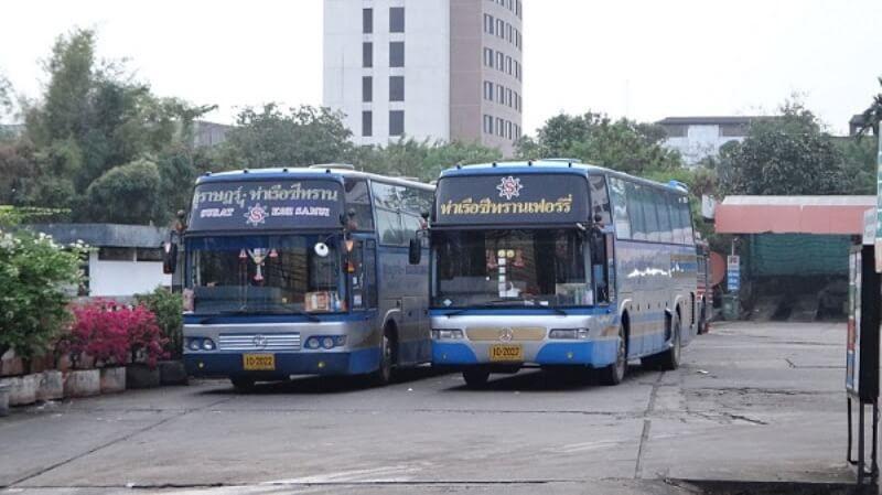 С автовокзала в Сураттхани курсируют рейсовые автобусы