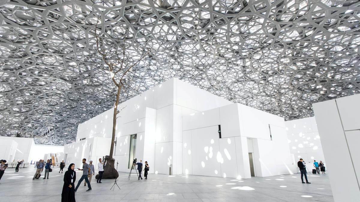 В Лувре Абу-Даби