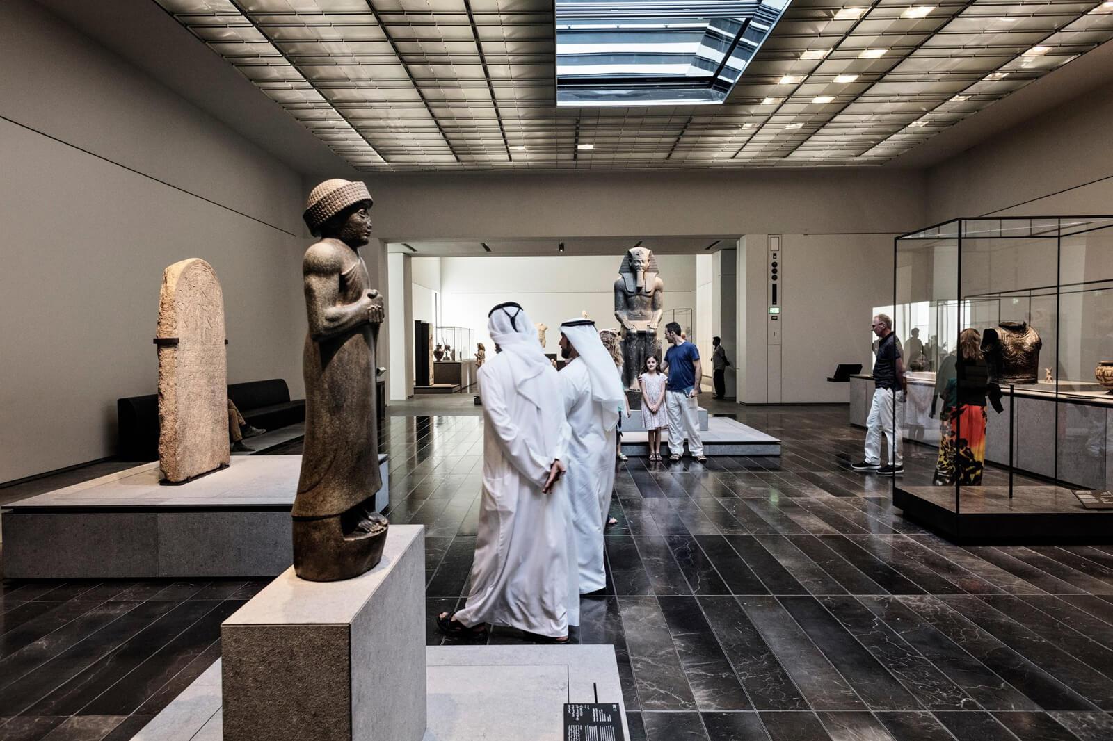Экспонаты в Лувре Абу-Даби