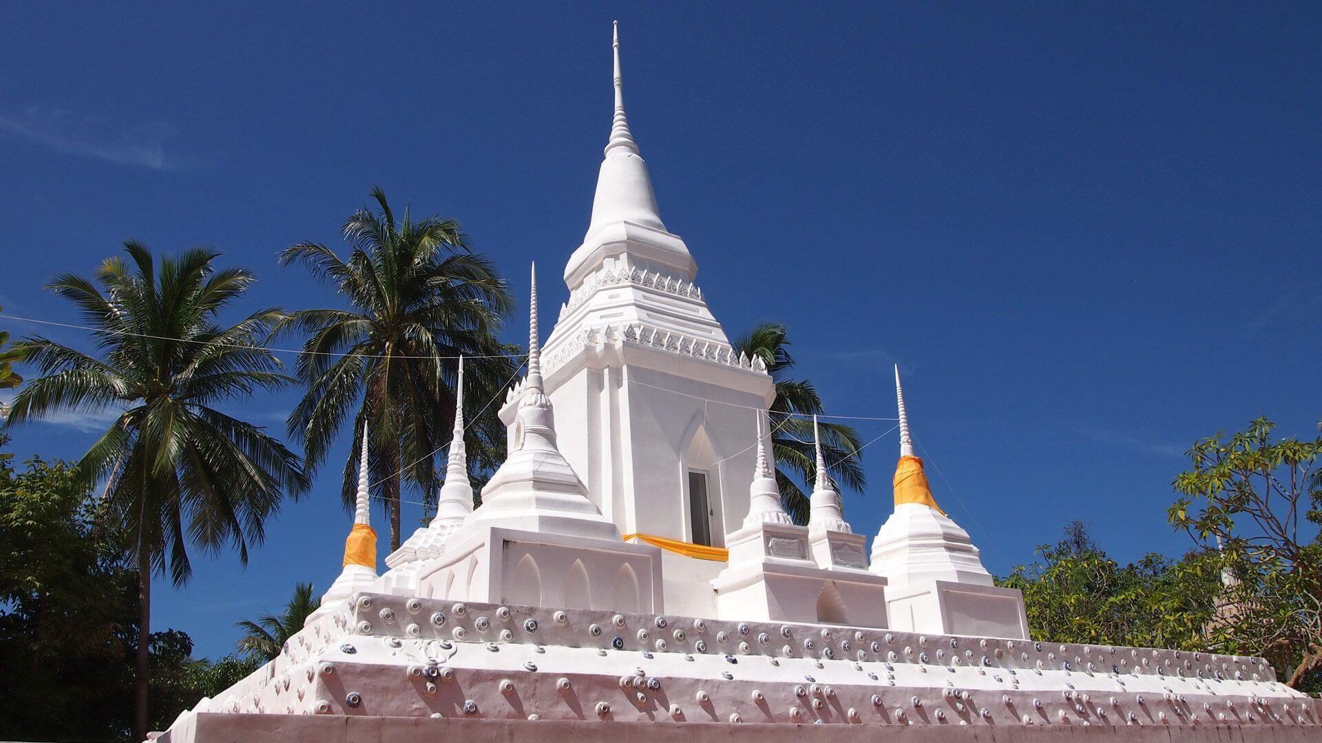 Храм Ват Пху Као Ной