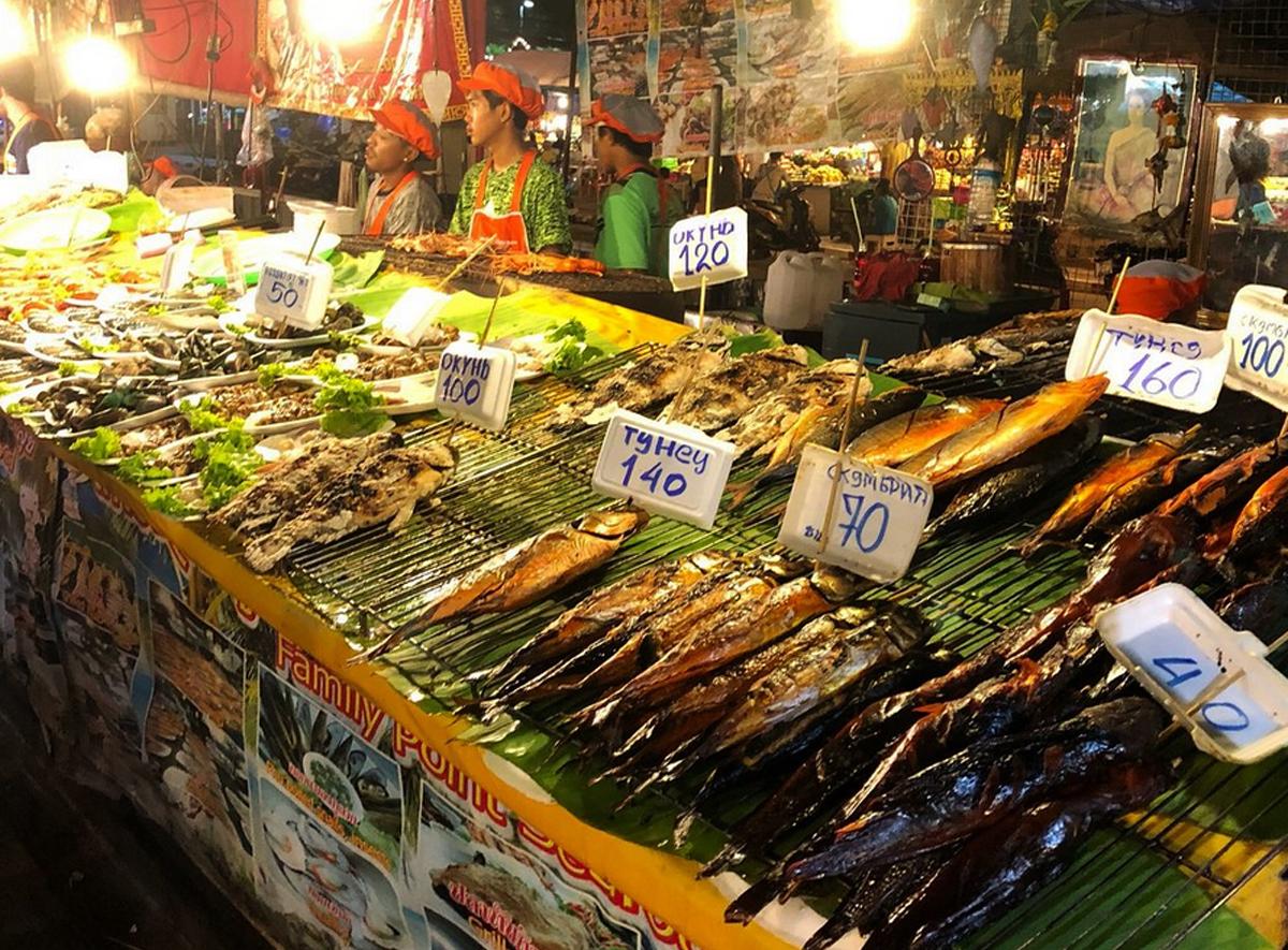 Продукты на рынке Джомтьен