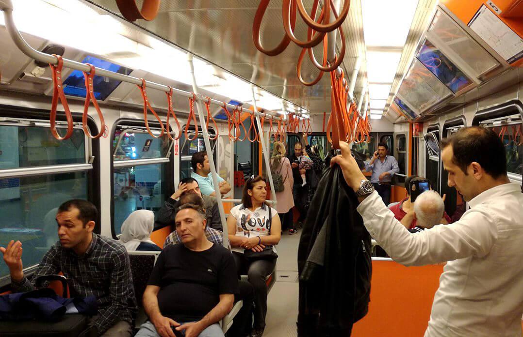 В вагоме метро