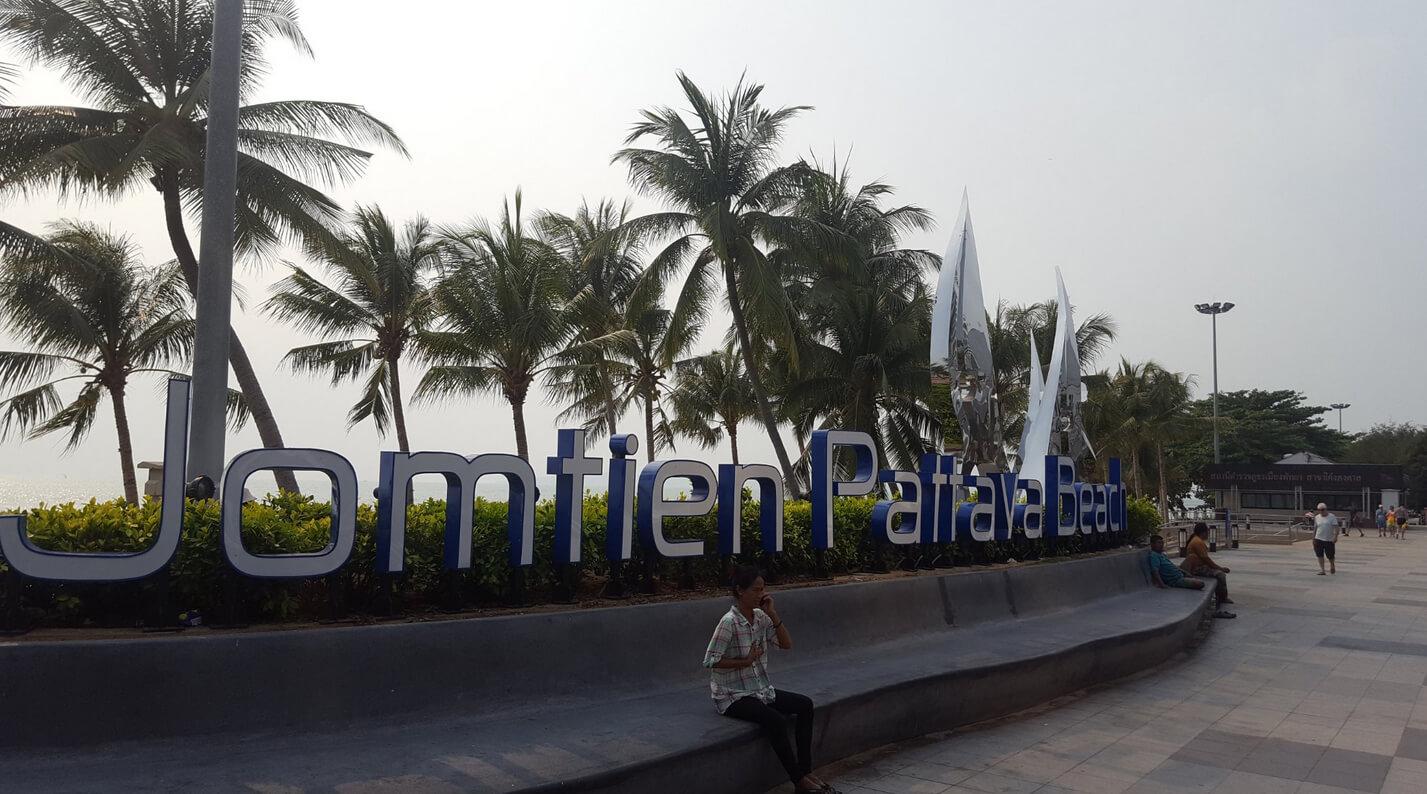 Возможность сделать фото на фоне надписи Джомтьен Паттайя пляж