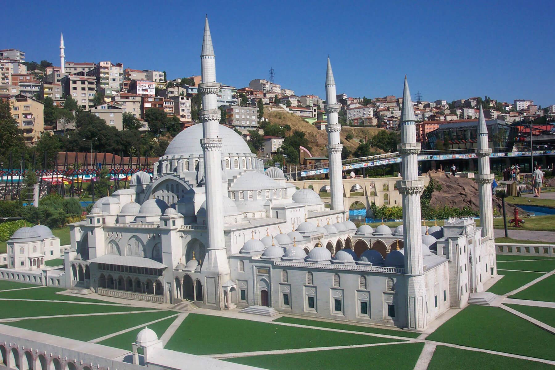 Миниатюру мечети Сулеймание
