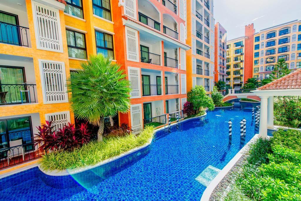 Территория Venetian Resort Pattaya стилизованы под Венецию