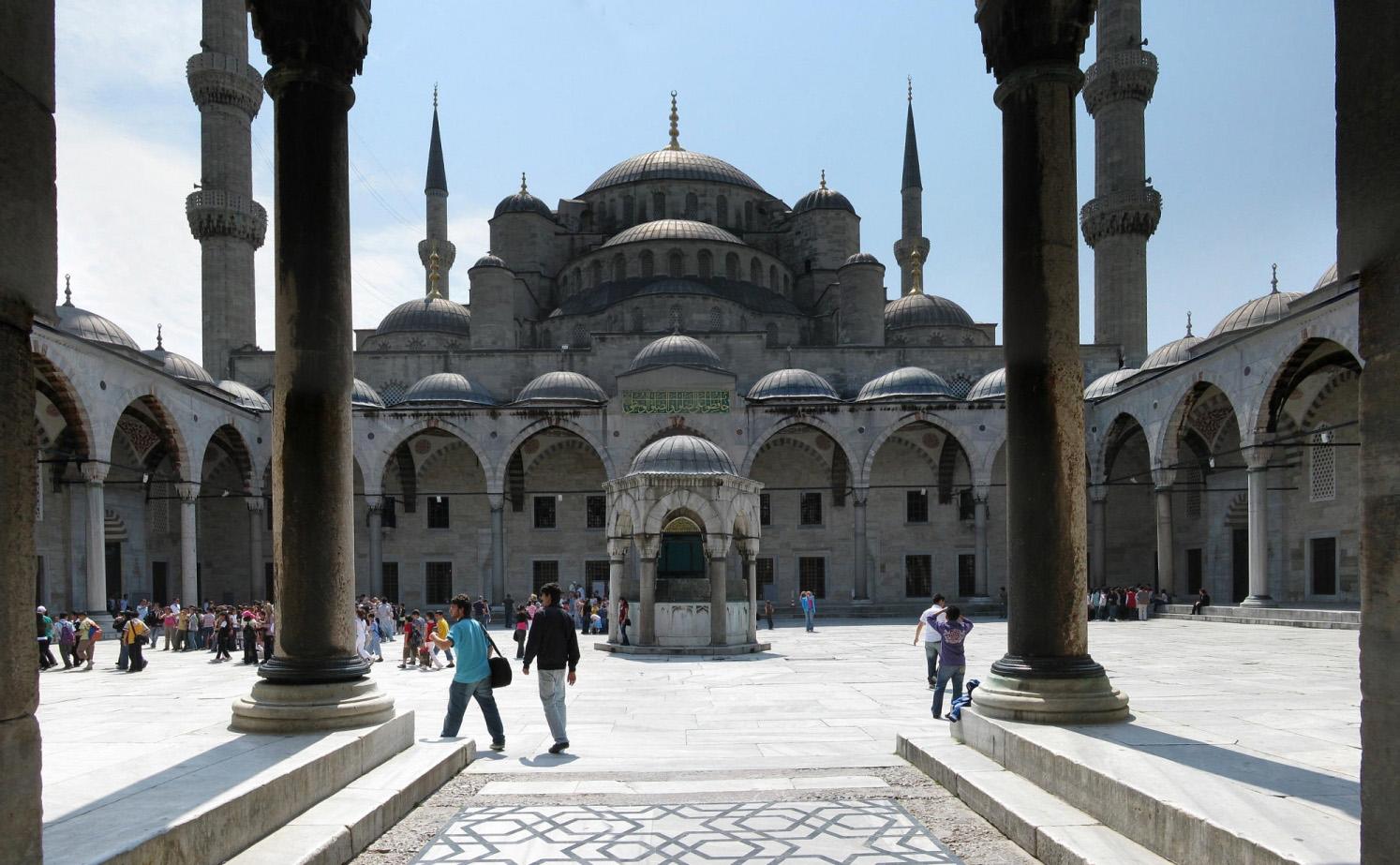 Внутренний двор Голубой мечети