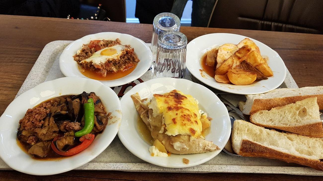 Вкусная и не дорогая еде в заведении Стамбула