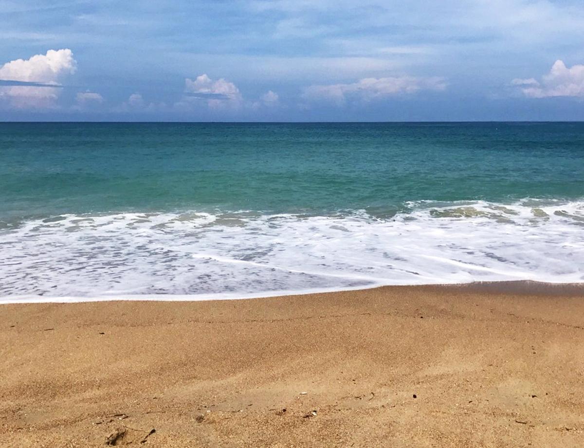Песчаный пляж Камала Бич