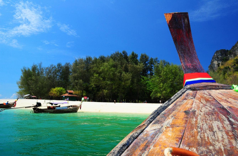 На лодке до острова Пода