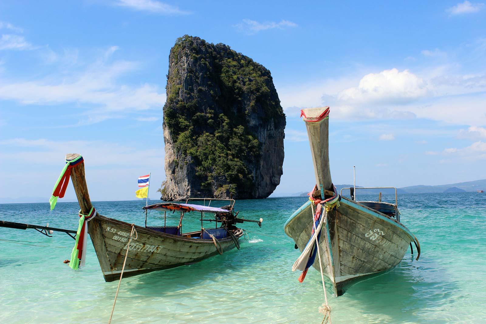 Общественная лодка в Таиланде - лонгтейл боат
