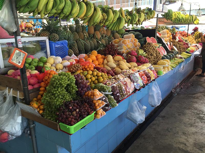Продуктовый рынок в районе Ват Бун