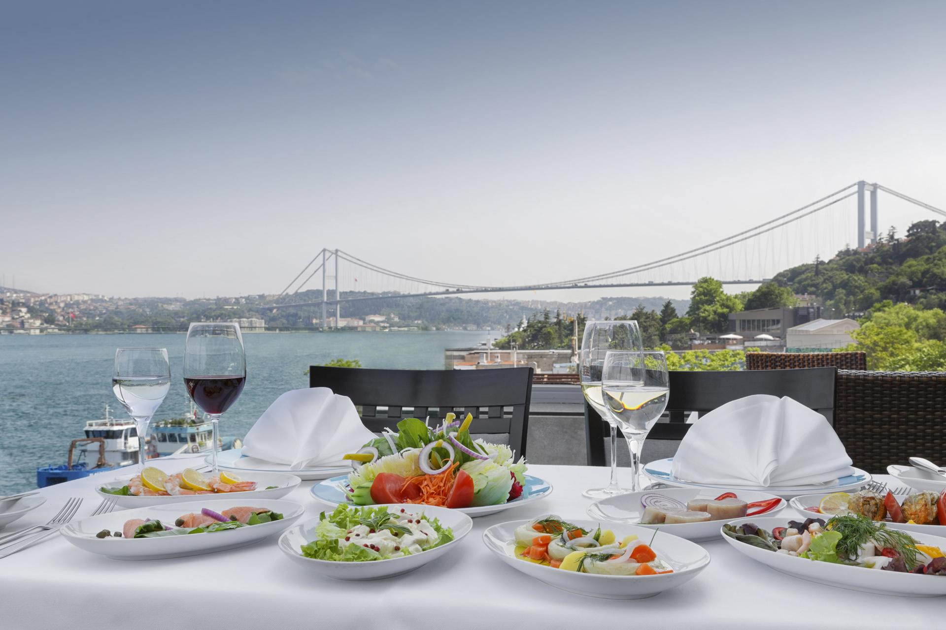Ресторан с видом на Босфор