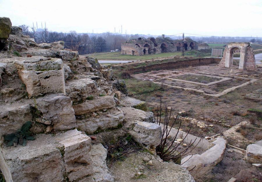 Руины дворца Эдирне