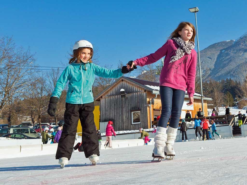 Катание на льду на коньках