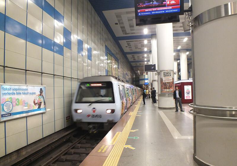 На метро до станции Levent