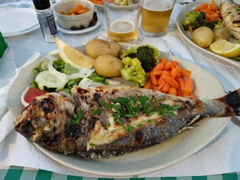 Рыба в кафе Mata Porcos Portimao