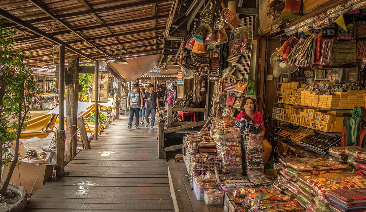 На плавучем рынке в Паттайе