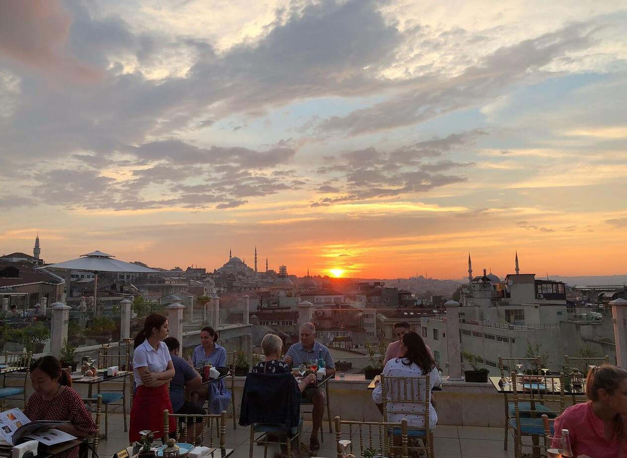 Панорамный вид с ресторана Roof Mezze 360